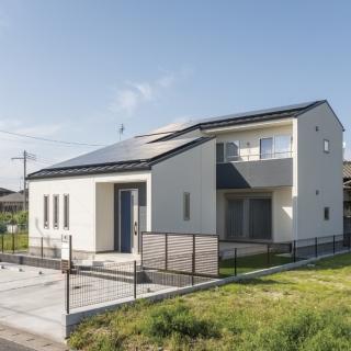 ブルー×ホワイトのコントラストが美しい三角屋根の家|市原市|O様邸