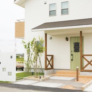 明るい白壁と木材使いのシンプルでナチュラルテイストな家|千葉市|H様邸